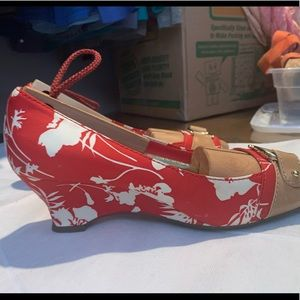 ETIENNE AIGNER Wedge Heels. Classic Red Floral: 10